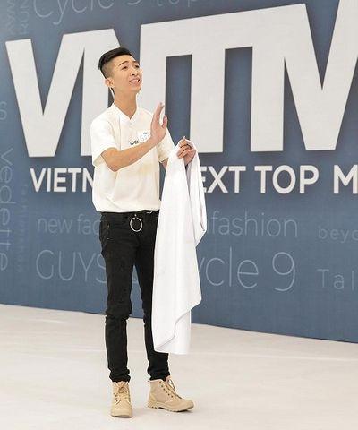 Thí sinh đánh ghen, quỳ rạp trước giám khảo trong vòng phỏng vấn Vietnam's Next Top Model 2019 - ảnh 1