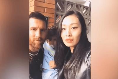 Video: Fan nữ bị chỉ trích thậm tệ vì cưỡng hôn Messi - ảnh 1