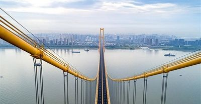 Cây cầu treo hai tầng dài nhất thế giới bắc qua sông Trường Giang chính thức đi vào hoạt động - ảnh 1