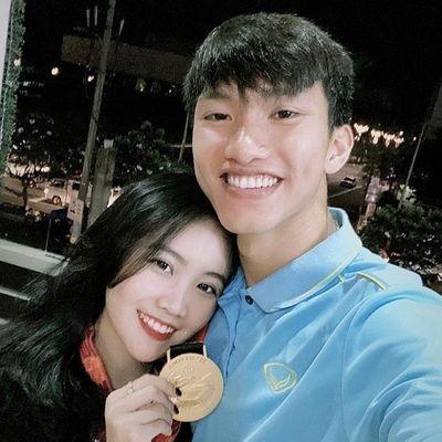 Bạn gái Đoàn Văn Hậu bất ngờ khoe ảnh quyến rũ ngọt ngào đón sinh nhật tuổi 21 - ảnh 1