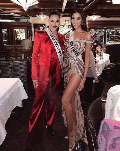 Tin tức giải trí mới nhất ngày 5/12: Hoàng Thùy diện váy xẻ bạo, đọ sắc cùng đương kim Hoa hậu Hoàn Vũ - ảnh 1