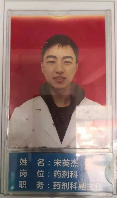 """Bác sĩ Trung Quốc đột tử vì kiệt sức sau 10 ngày liên tiếp """"chiến đấu"""" với virus corona - ảnh 1"""
