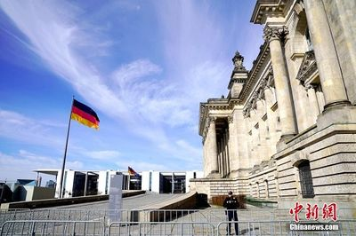 Bên trong thành phố Berlin ngày đầu tiên thực hiện lệnh phong tỏa vì Covid-19 - ảnh 1
