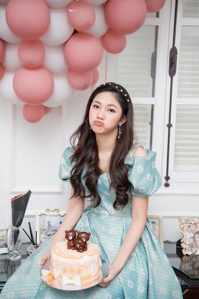 Tin tức giải trí mới nhất ngày 23/04: Á hậu Thanh Tú khoe nhan sắc xinh đẹp trong tiệc sinh nhật tuổi 26 - ảnh 1