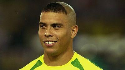 """Giật mình vì những mẫu tóc """"theo kiểu chẳng giống ai"""" của các cầu thủ bóng đá thế giới - ảnh 1"""