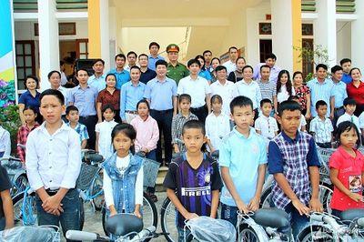 Nghệ An: Trao tặng 275 chiếc xe đạp cho học sinh nghèo huyện Anh Sơn - ảnh 1