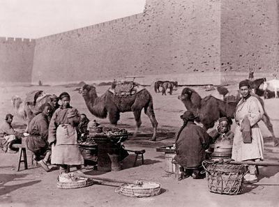 """Loạt ảnh cho thấy cuộc sống """"không như phim"""" ở Trung Quốc 100 năm trước - ảnh 1"""
