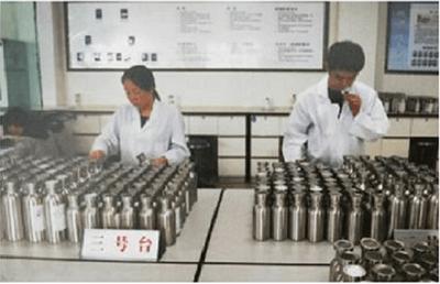 Quy trình sản xuất khắt khe tạo nên loại rượu Mao Đài đắt đỏ và nổi tiếng nhất Trung Quốc - ảnh 1