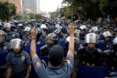 Hơn 1.000 sĩ quan cảnh sát Philippines nhiễm Covid-19 - ảnh 1