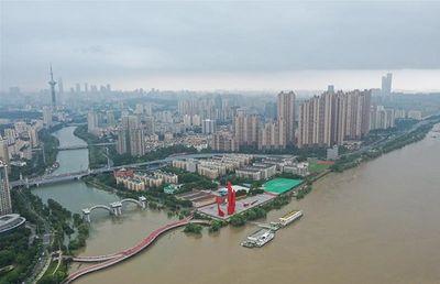 Trung Quốc: Nước sông Trường Giang vượt mức báo động, mưa lớn vẫn trút xuống trong những ngày tới - ảnh 1