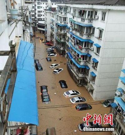 Một huyện ở Trung Quốc buộc phải hủy thi đại học do mưa lũ nghiêm trọng - ảnh 1