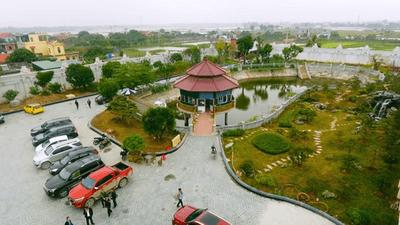 Cận cảnh tòa lâu đài mạ vàng của đại gia Ninh Bình: Cao bằng tòa nhà 18 tầng, đầu tư hàng nghìn tỷ đồng - ảnh 1