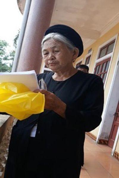 Tòa bạch dinh xa hoa giữa đồng của cụ bà bán rau 80 tuổi ở Hà Tĩnh - ảnh 1