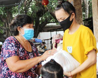 Tấm lòng thơm thảo của bà chủ 110 phòng trọ ở Sài Gòn - ảnh 1