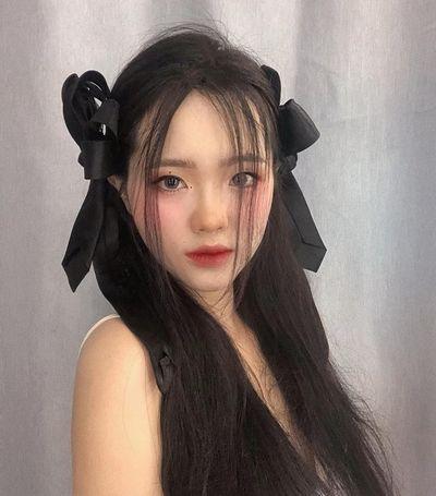 Jisoo Blackpink trang điểm đẹp như búp bê, giới trẻ Việt đua nhau thắt nơ xinh, đánh môi đậm - ảnh 1