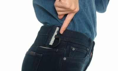 Quần jean trở thành sạc pin iPhone hiệu quả