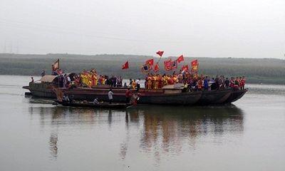 Tưng bừng lễ hội truyền thống đền vua Mai ở Nghệ An