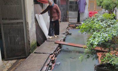 Cụm dân cư sống chung với nước cống giữa lòng Hà Nội