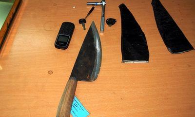 Bị phát hiện, nhóm trộm dùng dao chém cảnh sát