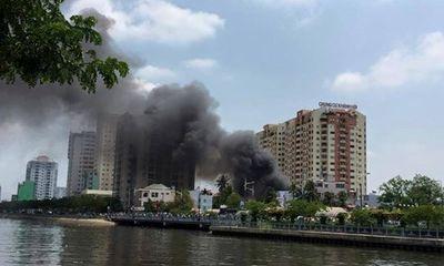 Cháy lớn gần chung cư Khánh Hội, thiêu rụi 5 căn nhà