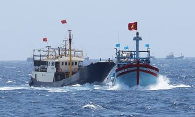 Tàu Việt Nam bị Trung Quốc đập phá ở Hoàng Sa