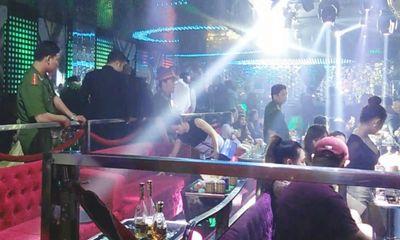 Công an kiểm tra quán bar: Gần 300 khách chạy toán loạn