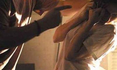 Bị chồng gọi về đánh nhập viện vì nghi ngoại tình