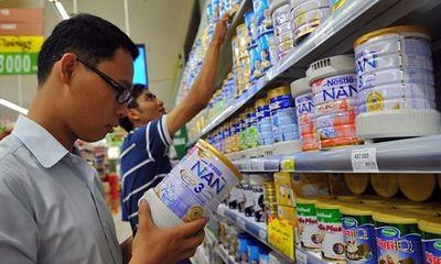 Giá sữa cho trẻ em giảm nhỏ giọt, cơ quan quản lí nói gì?