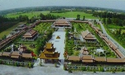 Bí quyết làm giàu của đại gia bỏ 300 tỷ xây 'cố đô Huế' giữa Tây Nam bộ