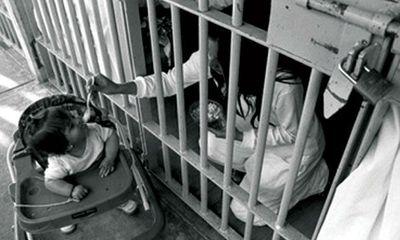 Đứa trẻ trại giam: Bí mật chôn giấu sau tờ giấy khai sinh