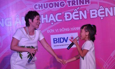 Thái Thùy Linh bụng bầu 8 tháng vẫn chạy show