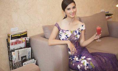 Kim Tuyến diện đầm đính pha lê quyến rũ nổi bật