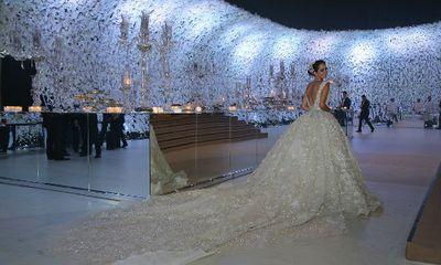 Đám cưới siêu sang: Cô dâu chi hơn 21 tỷ đồng cho hoa tươi