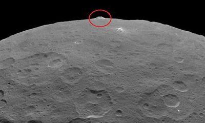 Phát hiện núi giống kim tự tháp trong hệ Mặt Trời