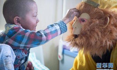 Cảm động ông bố đóng Tôn Ngộ Không đi bán dưa hấu để chữa bệnh cho con