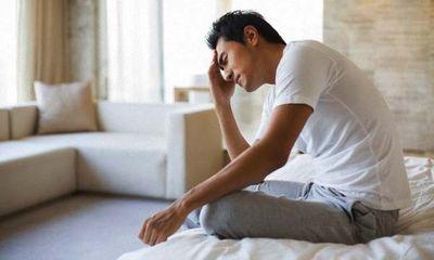 Chết lặng khi đêm tân hôn chồng ngồi cạnh bàn thờ vợ cũ