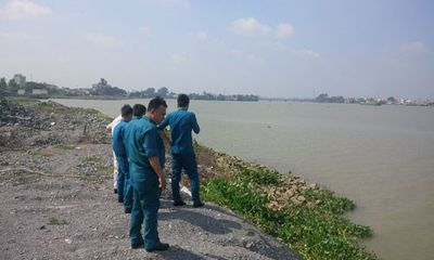 Phát hiện thi thể đàn ông không mặc áo trên sông Đồng Nai