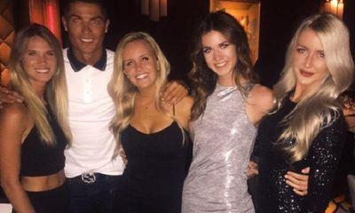 Nhặt điện thoại bị rơi, Ronaldo khiến người đẹp xúc động