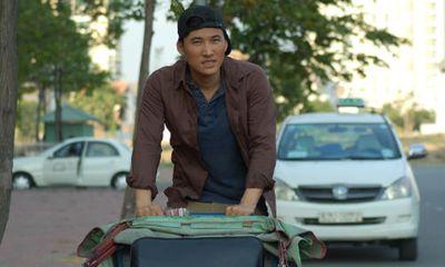 Hà Trí Quang đạp xích lô để kiếm tiền trang trải cuộc sống