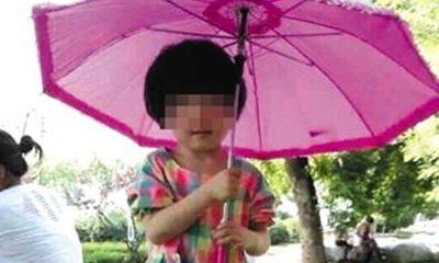 Bị cô giáo đãng trí bỏ quên trong ô tô, bé 3 tuổi chết ngạt