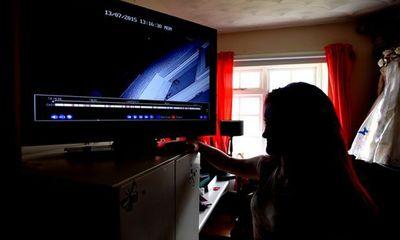 Bà mẹ hai con ngã bệnh sau khi xem video trộm đột nhập nhà mình