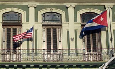 Cờ Cu Ba lại tung bay trên nóc tòa nhà Đại sứ quán Washington