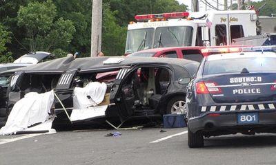 Xe limousine bị đâm nát, 4 phù dâu thiệt mạng, cô dâu nguy kịch