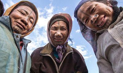 Hiện trường - Bộ tộc kỳ lạ cho phụ nữ nong mũi để chống bị bắt cóc