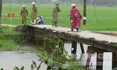 Nữ sinh chết đuối khi đi qua cầu tại Hà Tĩnh
