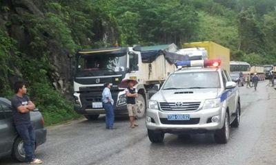 Hiện trường - Tài xế 'đôi co' sau tai nạn, Quốc lộ 12 tắc nghẽn trong 5 giờ