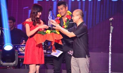 Bài hát Việt tháng 7: Tạ Quang Thắng giành giải