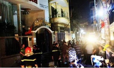 Khách sạn bùng cháy giữa đêm, 5 người ngất xỉu