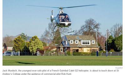 Sốc với cậu học sinh 17 tuổi tự lái máy bay trực thăng đến trường
