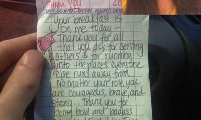 Cô gái tặng bữa sáng cho lính cứu hoả và nhận sự đền đáp bất ngờ